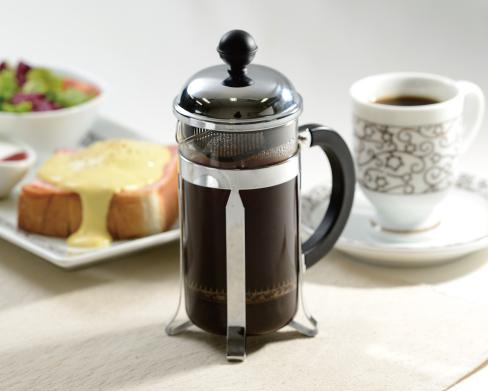 ホットコーヒーとパン(サフジュ)